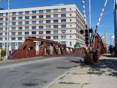 매각이 진행 중인 시카고의 오래된 다리