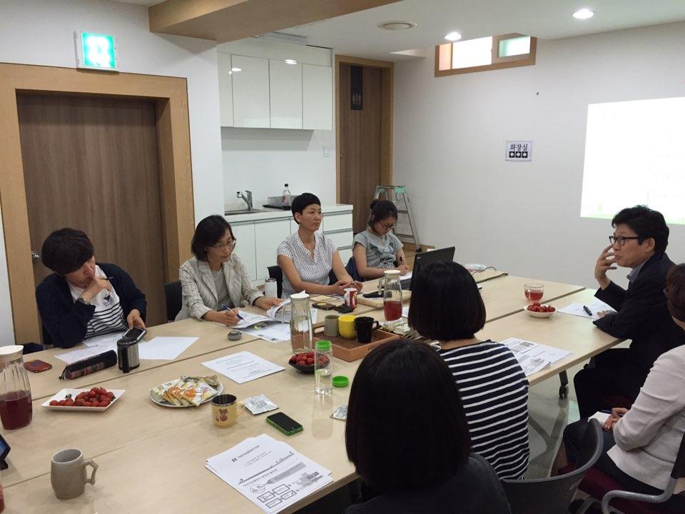 [2015년 상반기] '서울시 지속가능계획 환경정책을 성별영향평가하는 모임-서울여성환경포럼'모임 참관 사진입니다.  썸네일