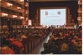 [그림 1] 베르디 극장에 모인 토스카나주 자원봉사자와 기관들